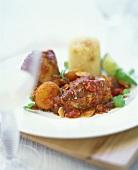 Chicken in tomato and raisin sauce