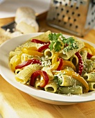 Rigatoni with parsley pesto and strips of pepper