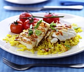 Fried haddock with curried rice and tomatoes