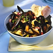 Mussels with diced bacon in cooking liquor
