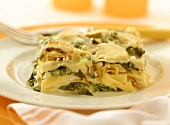 Spinach and pasta bake with mushrooms