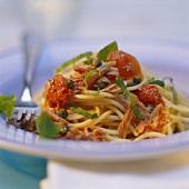 Spaghetti al tonno (spaghetti with tuna & tomato sauce)