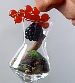 Symbolbild: Am Bouquet eines Schnapsglases riechen