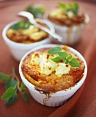Macaroni and tomato gratin with goat's cheese