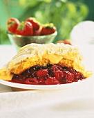 Berry Cobbler (Beeren mit Teighaube,Vanillesauce,Sahne)