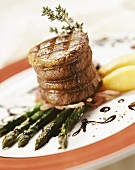 Beef medallion with red wine onions and green asparagus