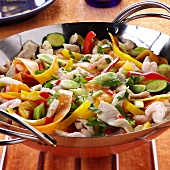 Wok-cooked dish with vegetables, chicken & shrimps