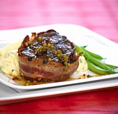 Steak wrapped in bacon with mashed potato & green beans