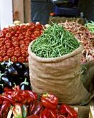 Im Juni auf dem Gemüsemarkt in Catania, Sizilien, Italien