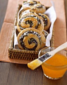 Coiled poppy seed buns
