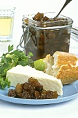 Quince and raisin chutney to eat with soft cheese