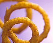 Deep-fried onion rings (close-up)