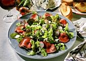 Eichblattsalat mit Entrecote und Roquefortkäse
