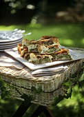 Savoury strudel with green asparagus, taleggio and ham