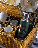 Picnic basket with picnic set and drinking bottle
