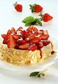 Strawberry flan with blancmange and almond edge