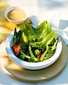 Green salad with asparagus and roast beef