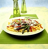 Penne with green asparagus, tuna, peppers and cream sauce