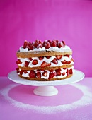 Almond sponge gateau with strawberries