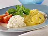 Potato salad, cottage cheese and tomatoes (food combining)