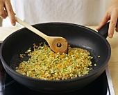 Klein geschnittenes Gemüse anbraten (für Suppeneinlagen etc.)