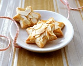 Spekulatius stars with flaked almonds