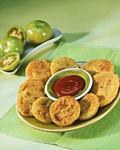 Fried green tomatoes with hot ketchup (USA)