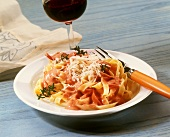 Fettuccine with fruity tomato sauce and ham; red wine