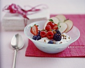 Apple quark with berries and sunflower seeds