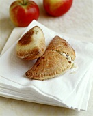 Apple turnovers with quark and raisins