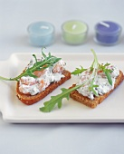 Crostini with shrimps, ricotta and rocket