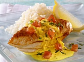 Braised chicken breast with curry sauce and rice