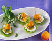 Skewered kiwi fruits with quark and physalis