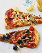 Pizza frutti di mare e pizza alla siciliana (Italy)