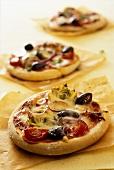Mini-pizzas with artichokes