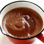 Geschmolzene Schokolade in einer Kasserolle