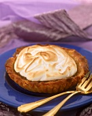 Lime and lemon tartlet with meringue topping