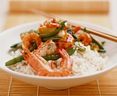 Rice with seafood, mangetout peas and vegetable sauce