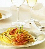Spaghetti with shrimps and herb sauce