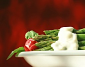 Green asparagus with béchamel sauce, radishes