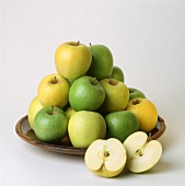 Apples in a bowl (Golden Delicious and Granny Smith)
