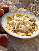 Salade de lotte aux pêches (Seeteufelsalat mit Pfirsichen)