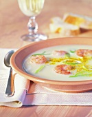 Creamed potato soup with curry and shrimps
