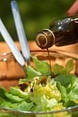 Kopfsalat mit Balsamico anmachen