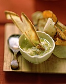 Vegetable crisps with garlic dip
