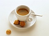 A cup of espresso and amarettini
