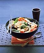 Asiatische Misosuppe mit Garnelen, Shiitake, Nudeln, Gemüse