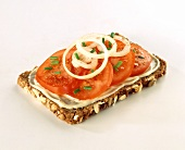 Wholemeal bread with processed cheese, tomatoes and onions