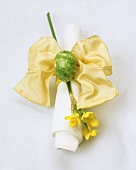 Fabric napkin with bow, narcissus and Easter egg