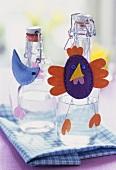 Österlich dekorierte Bügelflaschen